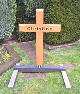 budgetgrafmonument, houten kruis